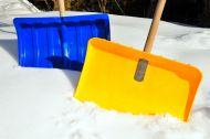 Schneeschaufel, Streusalz und Co: Fit für den Winter