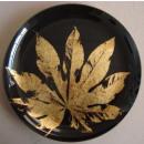 Glasteller schwarz mit goldenem Blatt Impressionen