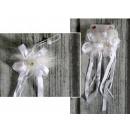 K. egy dekoratív virág szalaggal a szalagon rugalm