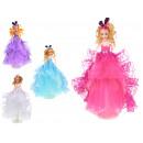 Une poupée dans une robe de bal basée sur 40 cm -