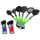 Un set di accessori, utensili da cucina in plastic