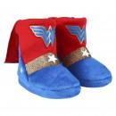 grossiste Vetement et accessoires: WONDER WOMAN - chaussons de maison botte