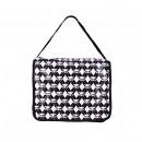 Fekete táska, rózsaszínű gyémánt mintával és fehér