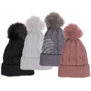 Großhandel Kopfbedeckung: Kuschel-Mütze mit Kunstfell-Bommel, Zopfmuster