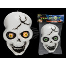 Plastic skull with light (including batteries) c