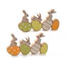 A nagykereskedők húsvéti színű fa tojásokat dekorá