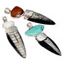 Anhänger fossiler Tintenfisch mit Steinen