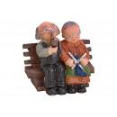 Miniatűr nyugdíjas pár, nagymama és nagypapa a pad