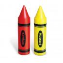 Lápices de colores sobre la salsa de tomate y most