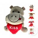 vari animali di peluche con il cuore bacio