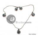 grossiste Bijoux & Montres: collier avec 5 boules à facettes