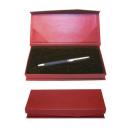 caja vacía de  color burdeos 1 pluma