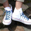 grossiste Chaussure accessoires: Lacets en noir avec des flammes blanc / bleu