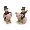 Chimney sweep on pig made of poly 7x3x9cm