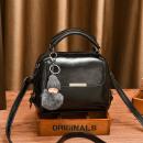 Großhandel Handtaschen: Schwarze Tasche mit einem Schlüsselring T196CZ