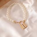 ingrosso Gioielli & Orologi: Braccialetto di perle artificiali con lucchetto B4