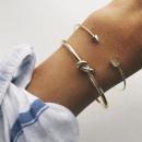 wholesale Bracelets: Set of 2 in 1 Bracelets gold arrow loop B2