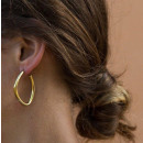 Golden earrings next to ear K1074Z