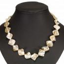 ingrosso Catenine: collana di perle, crema-marrone