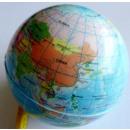 balle en caoutchouc avec la carte du monde petit
