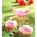 Schale und Schwimm-Kerzen im Rosenlook.