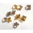 groothandel Fournituren & naaigerei: Studs piramidale  piramide 10mm 50 stuks. 2 kleuren
