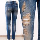 Großhandel Jeanswear: B16835 Auffällige Jeanshose mit Löchern