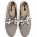 Großhandel Schmuck & Uhren: Schuhe gebunden, Bogen, Perlen, grau