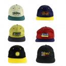 Caps en différentes couleurs et impressions avec v