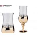 złoty i przezroczysty szklany kubek
