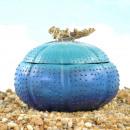 Design Maritim, Polyresin tengeri sün, kék, 18x18x