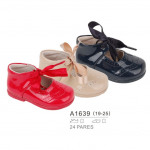 Children's and infants' wear - baby shoe t