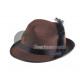 Tirolés marrón sombrero de fieltro con la pluma y